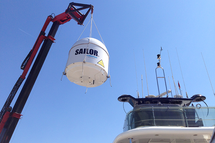 VSAT Sailor 900